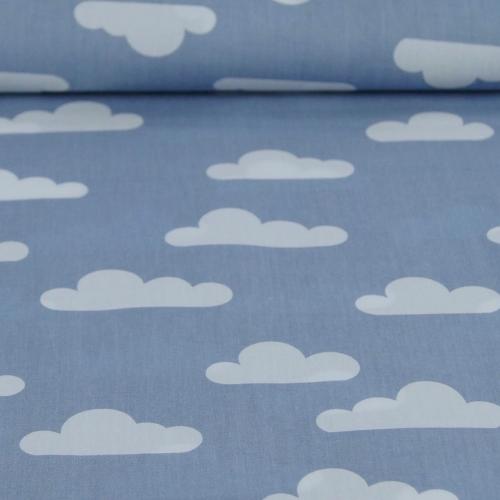 Popeline de coton fond bleu jean imprimé nuages blanc