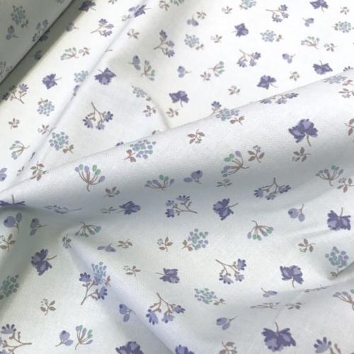 Tissu popeline de coton fond bleu clair imprimé fleurs