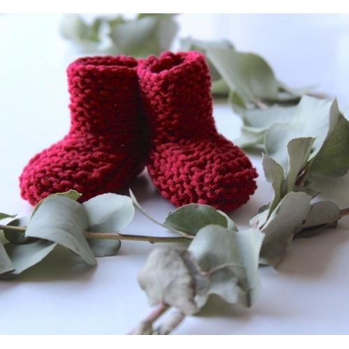 chaussons tricoté main coloris griotte 0/3 mois